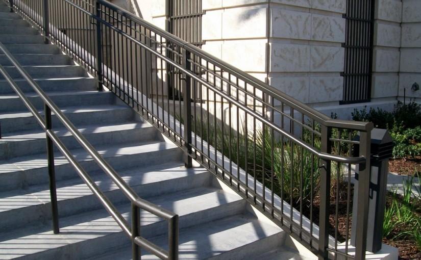 Exterior-Aluminum-Stair-Railing-(SR-37)