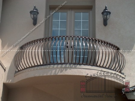 Aluminum Balcony Railing with scoll top and bellowed pickets