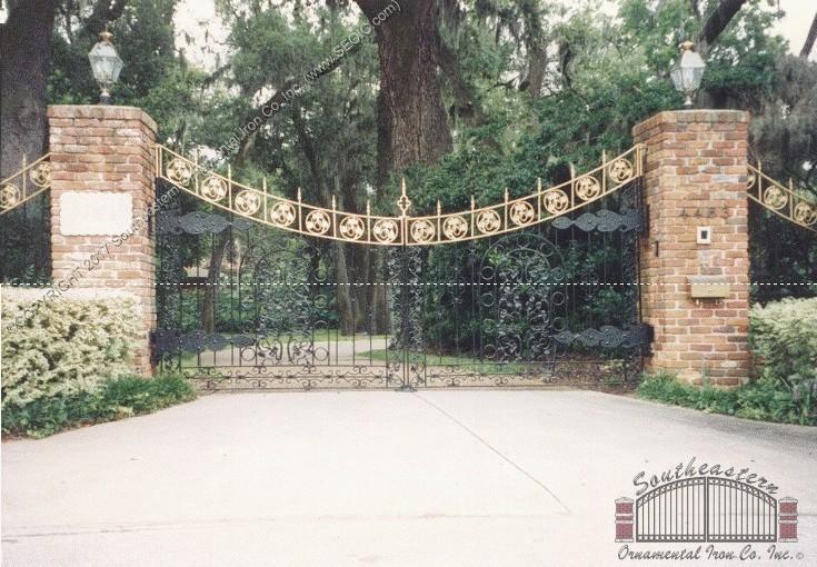 Custom Aluminum Driveway Gate (#VG-17)